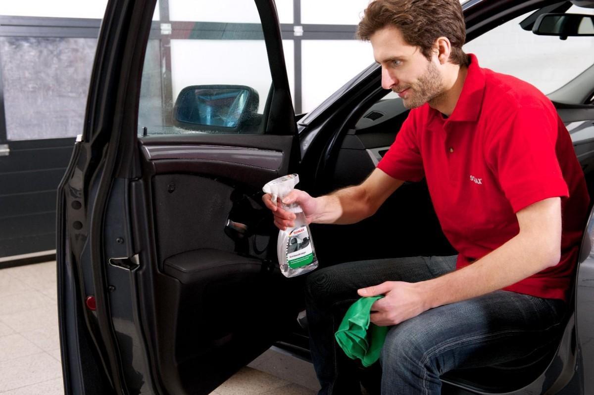 Универсальный очиститель интерьера авто Sonax Interior Cleaner 321200, 0,5л.
